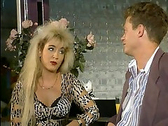 Hairy pussy for leopard lady