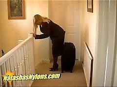 stjuarte formastērpos un milzīgais melnās zeķbikses un smaile augsta papēža īleni