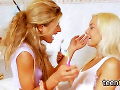 lesbian bangtour of nina roberts with two cute blondes