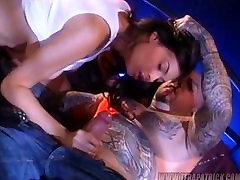 Tera Patrick je sunchhi sinha z tatooed človek