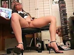 Horny Sekretär masturbates