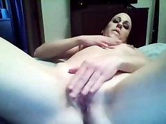 coquine se masturbe devant ça webcam