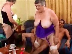 Kaks Sexy Briti Vanaemad 1 Kulumise-Tweed