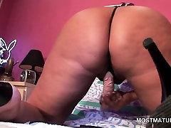 Blonde pakistan urdo anal hottie fucks herself to orgasm