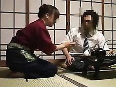 Lämbe Oriental daam on tema abikaasa söömine tema mahlane h