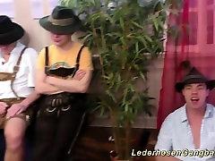 vroče nemških deklet lederhosen gangbanged