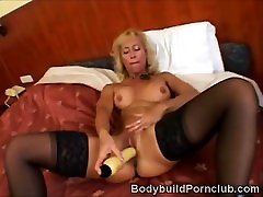 Blonde phim sex 11 tui fitness hottie plays with a huge dildo