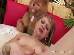 viviano araujo blondie masturbating cunt