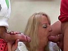 Partying guys lure sex poran dawonlod des blonde into threesome