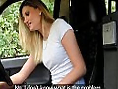 Женщины поддельные таксисты плотно тело покроется спермой