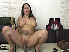 Flora Shine - Amazing Mature Woman Plays With Dildo On Cam
