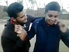 visuomenės indijos bučinys kolegijos giliai berniukų gėjų lūpų