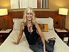 Análny Milujúci Zrelá Blondínka Nymfomanka trvá Veľké Tváre