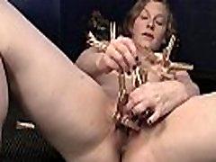 Horny Lili Mängib Clothespins
