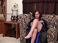 Amerikāņu milf Marijas Black mīl dildoing viņas maksts nyloned