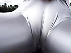 Rubber leggings make a good cameltoe