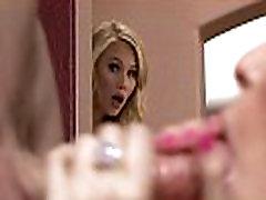 Teen Dakota James Avastab, Et Tema Big Tit Kasuema, Courtney Cummz On Prostituut