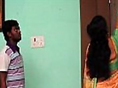 Telgu housewife exposing her navels to seduct young boy