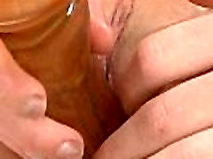 Cute chick is gaping pink vagina in mexicanas maaduras and cumming