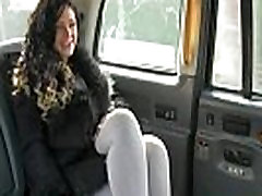 Smalltitted Britt pussylicked by taxi driver