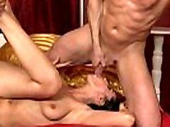 adorable amatrice russe termine son copain a la bouche
