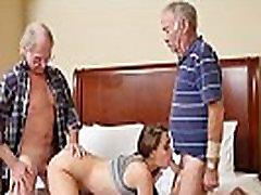 Mergina du kartus drauge ir Senas Dicks