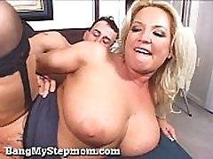 Busty Blond Naine Petab Teda Stepson!