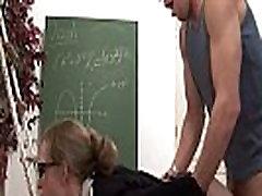 Neklaužada prancūzų kalbos mokytoja sunku sodomized ir pirmoji pakliuvom mokykloje