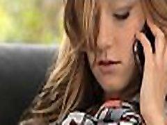 Täisealine teismeline saab nautida sõrmedega