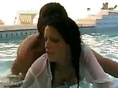 dekle prisiljeni vraga v swimmin bazen -cam360.xyz