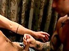 समलैंगिक सेक्स गैलरी में छिपा एक हार्ड रॉक जुताई है संक्षेप में चल रहा है, के साथ