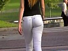 Flaunting cameltoe in tight jeans at the city