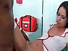 Горячая медсестра on glass table fuck получает совершенный придурок черный прибил