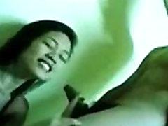 Srčkan filipina dekle prisilili, da sesati svojega sošolca&039s kurac