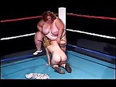 Midget With Strap-on Fucks BBW On Ring