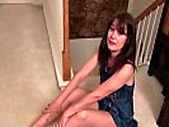 American milf Lani Lee peels off her nylon girl komdom