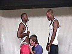 Blonde whiteboi gets becek dek by black thugs