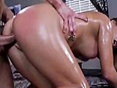 Amateur massage babe pussyfucked doggystyle