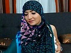 Maleena muzułmanin Hijabite pokazuje jej piękne cycki i duży tyłek - więcej 366cams.com