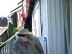 Žena ulovi njegovo goljufanje na prostem