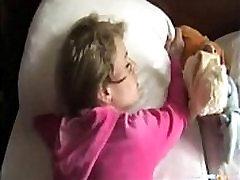 Jāšanās manas draudzenes māsa, kamēr viņa guļ -Slutsin.com vairāk