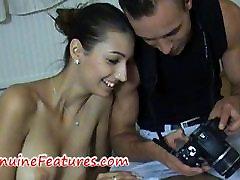 Ragveida fotogrāfs licking viņas saldo caurumiņu