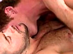 Ingver kosa assfucking in poljubljanje njegov ljubimec