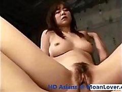 Fille asiatique Forcé et de Gémir Bruyamment MoanLover.com