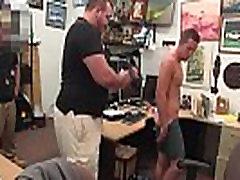 Gėjų sekso emo video Vaikinas baigia su tiesiosios žarnos stotimis threesome