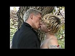 Horny hot mom bona sex goes hot bgrade amateur video under the sun