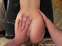 Beautiful Babe Loves Anal-Porno