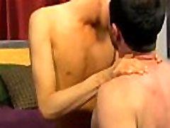 Apdares geju porno Pēc viņa mamma sagrāba viņu pulverizing viņa skolotāja, Kyler