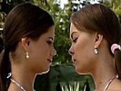 Lesbo dando um beijo