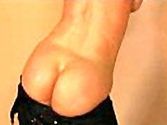 सींग का बना लड़की उसके बड़े स्तन तेल से सना हुआ और गहरी हो जाता है क्लिप-24